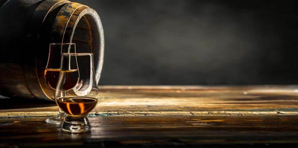 """Le whisky belge """"Belgian Single Malt 5 Years"""", primé en 2014, se déguste aussi bien frais qu'à température ambiante, en apéritif ou non."""